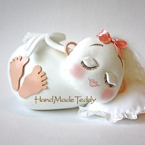 Ангелок на подушке